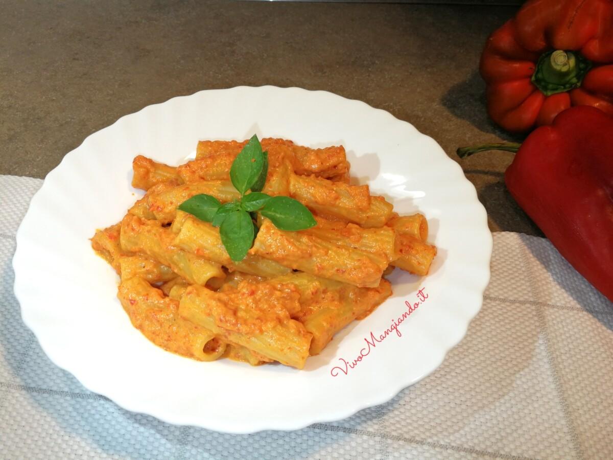 pasta con crema di peperoni e ricotta