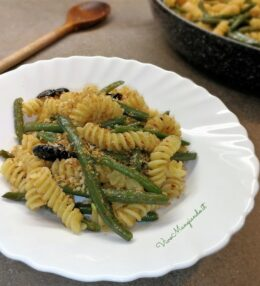 Pasta con fagiolini e olive nere, ricetta veloce