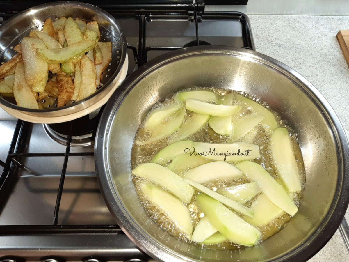 zucchine spinose fritte al pomodoro