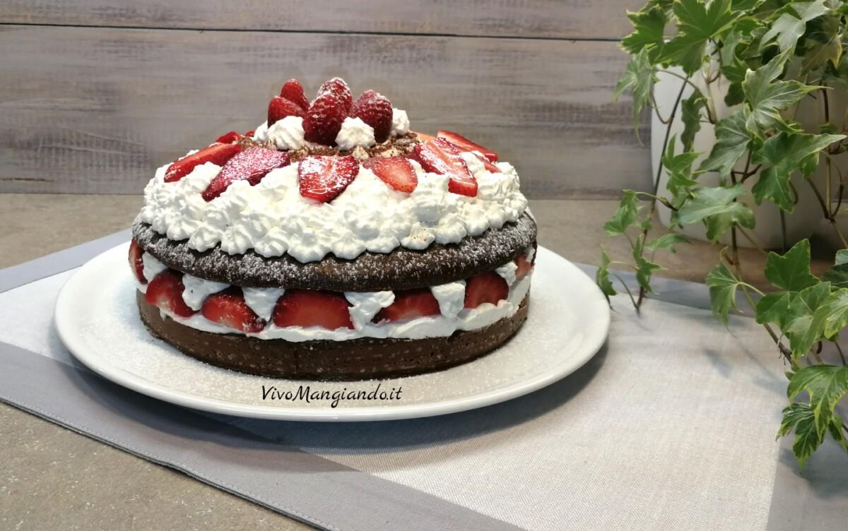torta cacao panna e fragole