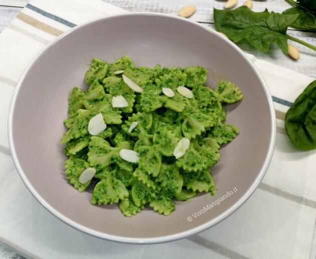 pasta con pesto di spinaci