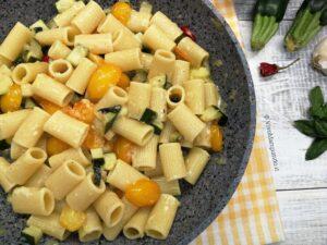pasta zucchine e datterini gialli